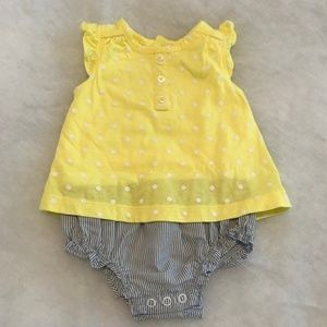 🎄 Carters Yellow and Blue Onesie Size 6M